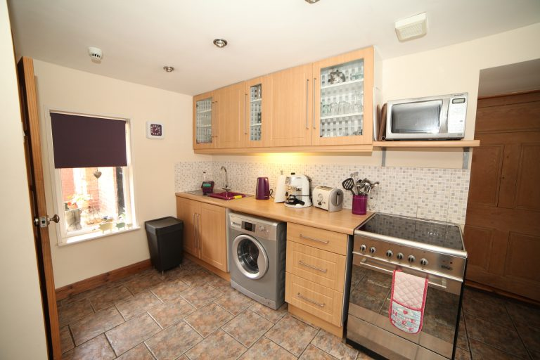 Mews Cottage - Well equipped Kitchen